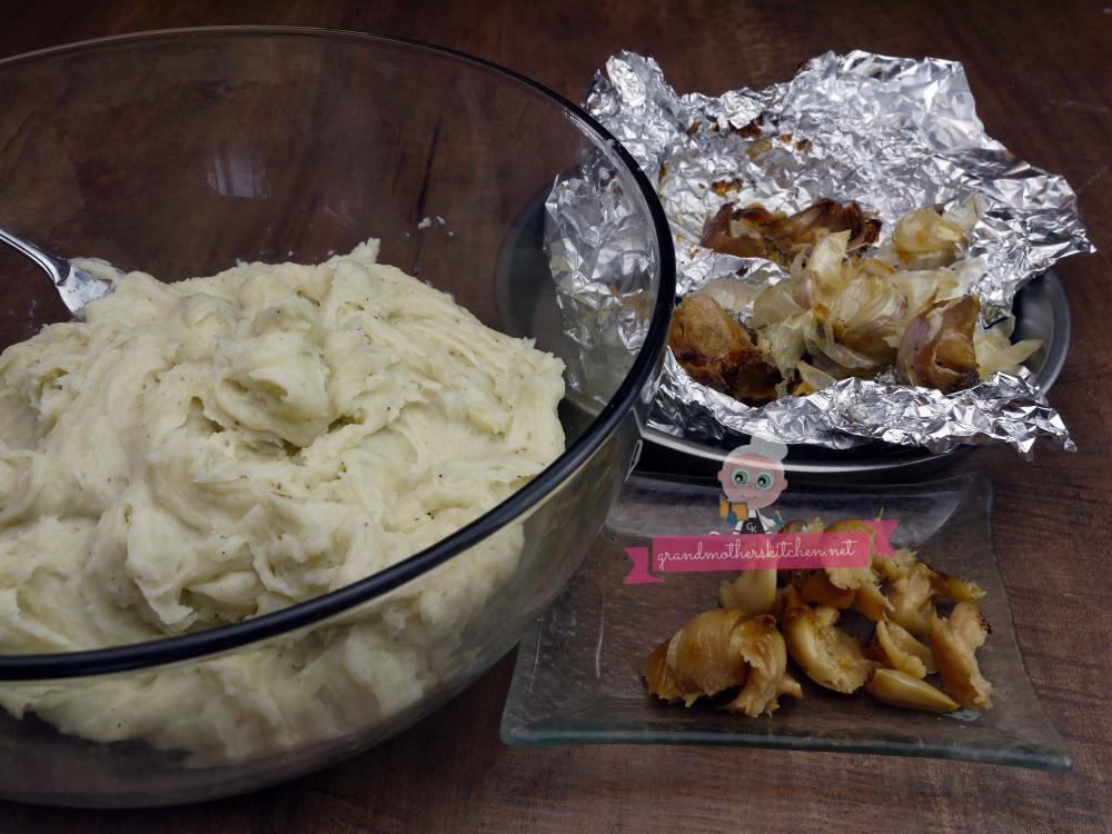 how to make roasted garlic mashed potatoes